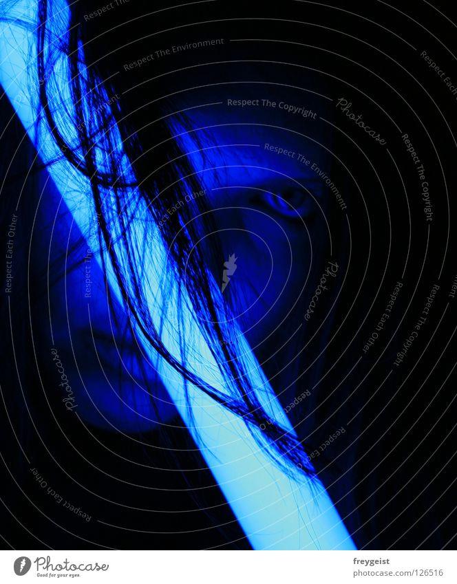 Blue I Neonlicht Licht Lampe Warnleuchte Gesicht dunkel schwarz Frau blue blau face Haare & Frisuren hair black dark woman anni k.