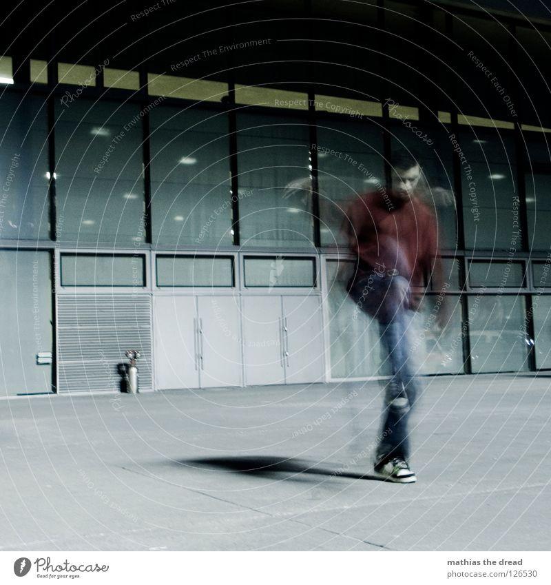 Nachtgeist Mann Jugendliche dunkel Spielen Bewegung Stil hoch maskulin Platz Geschwindigkeit Aktion Macht Ball Konzentration fangen drehen