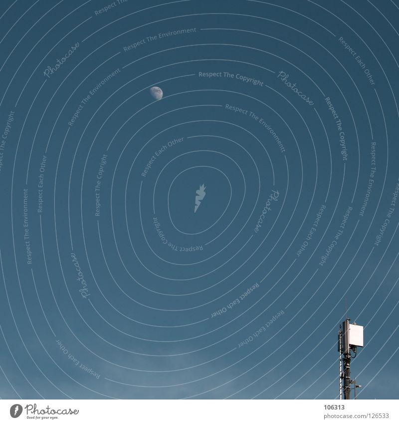 MONDTAG Himmel blau Graffiti Freiheit Gebäude Denken Reisefotografie frei leer Ecke Technik & Technologie Turm Industrie Weltall Mond Telefonmast