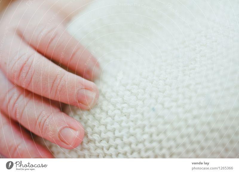 Precious III Kind nackt Hand Kindheit Zukunft Baby Finger Schutz Vertrauen Fürsorge 0-12 Monate Schwäche Verantwortung achtsam neugeboren