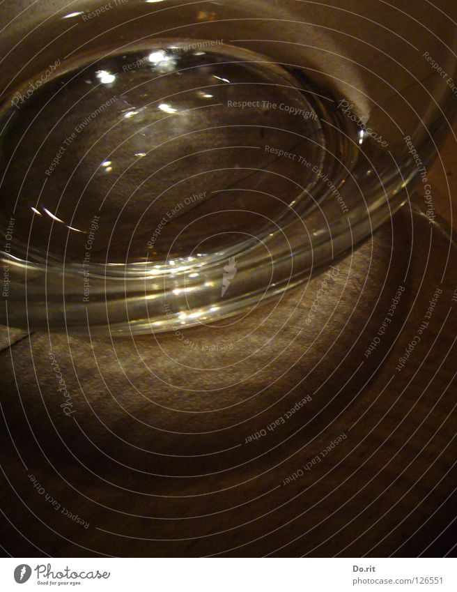 Picknick Wasser dunkel hell braun Glas trinken Erfrischung durchsichtig Durst Lichtbrechung Laminat durstig Krug beleben lebenswichtig