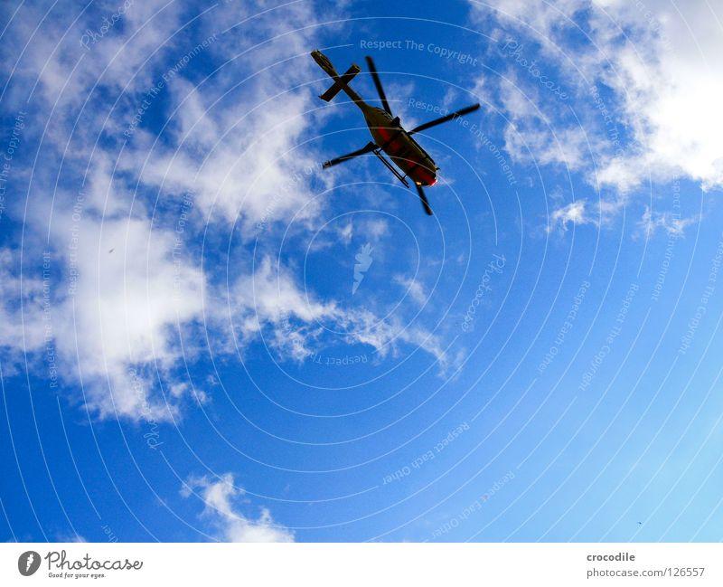 Hubschrau-Bär schön Himmel Sommer Wolken Freiheit Hilfsbereitschaft Luftverkehr gefährlich bedrohlich Kitsch Rettung retten Pilot Erste Hilfe Hubschrauber Rotor