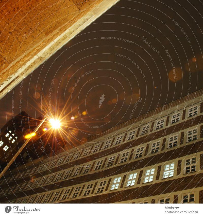 schluchten bummler Stadt Lifestyle Nachtleben Langzeitbelichtung Belichtung Fenster Fassade Gebäude Bauwerk historisch Denkmal Altbau Laterne Lampe Licht