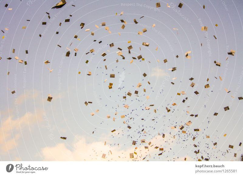 Glück fällt vom Himmel Geburtstag Post Printmedien Brief Luftpost fangen fliegen lernen lesen frei viele Freude Begeisterung chaotisch Erfolg Freiheit träumen