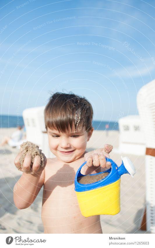 schaut her Kinderspiel Ferien & Urlaub & Reisen Abenteuer Sommer Sommerurlaub Sonne Sonnenbad Strand Meer Insel Wellen Mensch Kleinkind Junge Kindheit Leben 1