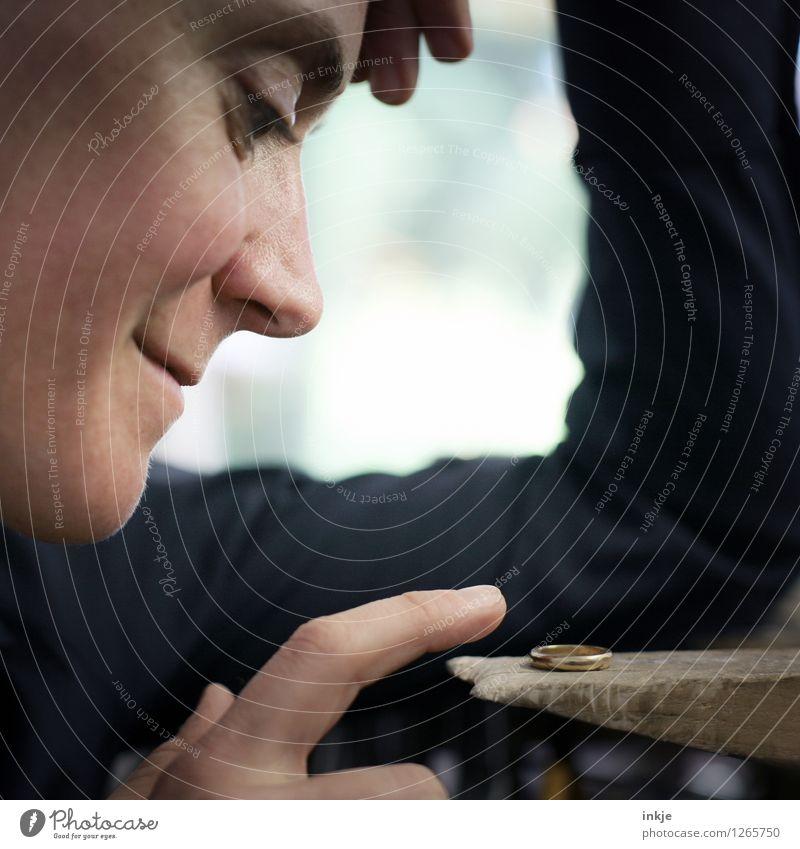 wenn man liebt, was man tut / 2300 Mensch Frau schön Gesicht Erwachsene Leben Liebe Gefühle Lifestyle Stimmung Arbeit & Erwerbstätigkeit gold Lächeln Finger