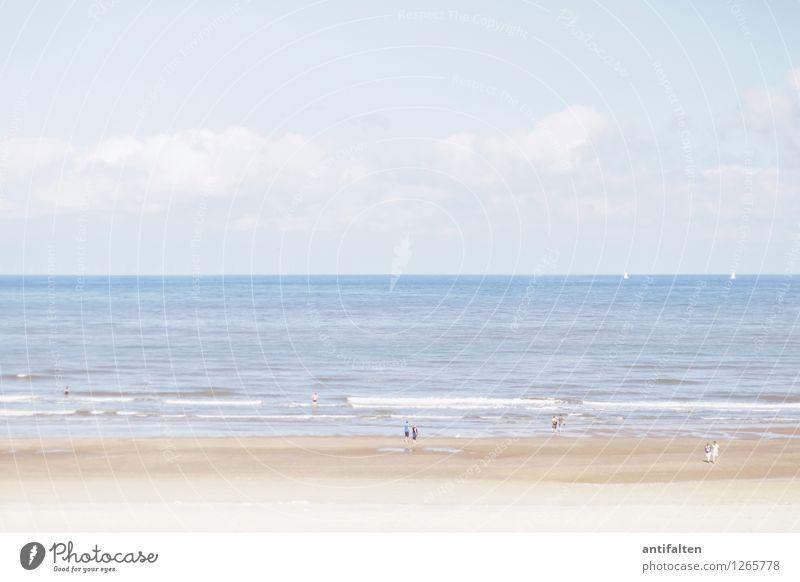 Tag am Meer Mensch Natur Ferien & Urlaub & Reisen blau Sommer Sonne Landschaft Freude Ferne Strand Freiheit Schwimmen & Baden Menschengruppe Paar