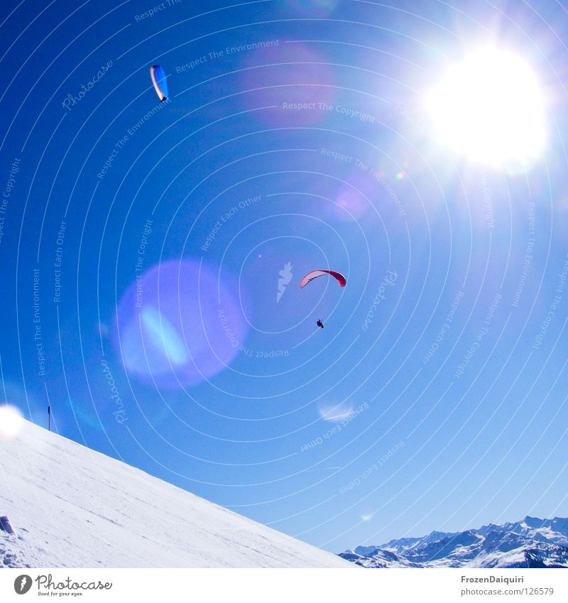 paraglider 4 Fallschirm Flugsportarten Reflexion & Spiegelung Gleitschirmfliegen rot Sonnenstrahlen Strahlung Bundesland Tirol weiß Westendorf Winter Österreich