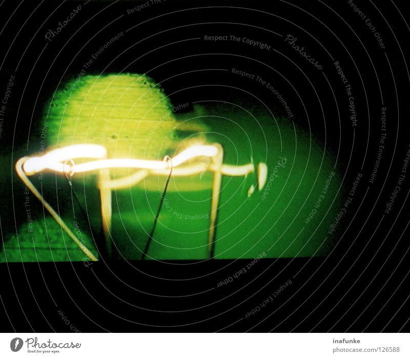 light grün schwarz Lampe dunkel hell Metall Technik & Technologie Draht Glühbirne glühen Elektrisches Gerät