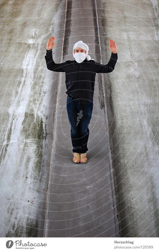 Stand Mann 3 Mann Hand hoch verrückt stehen Kommunizieren Photo-Shooting Überfall Turban