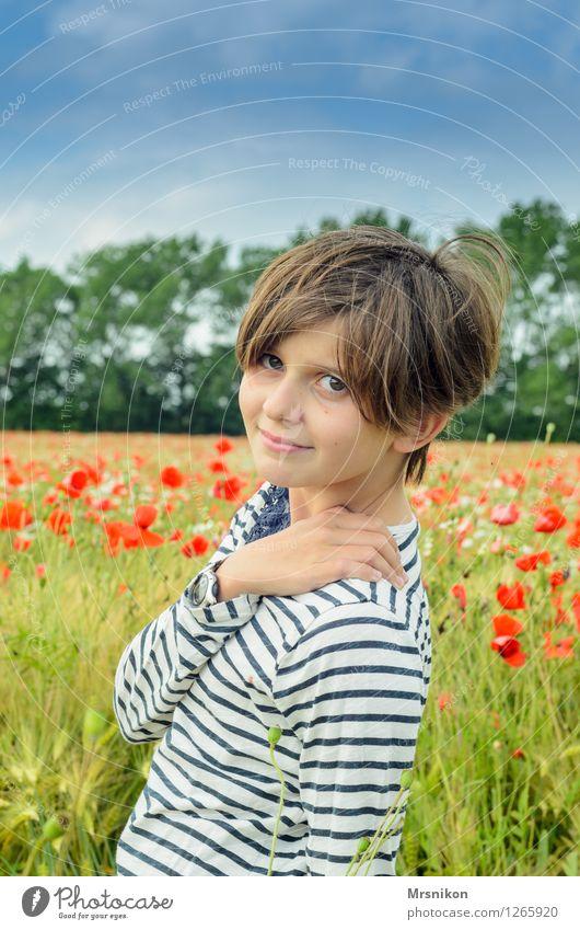 Porträt Mensch Kind Jugendliche Freude Mädchen Leben feminin Glück Zufriedenheit Feld Kindheit authentisch Lächeln beobachten 8-13 Jahre Mohn