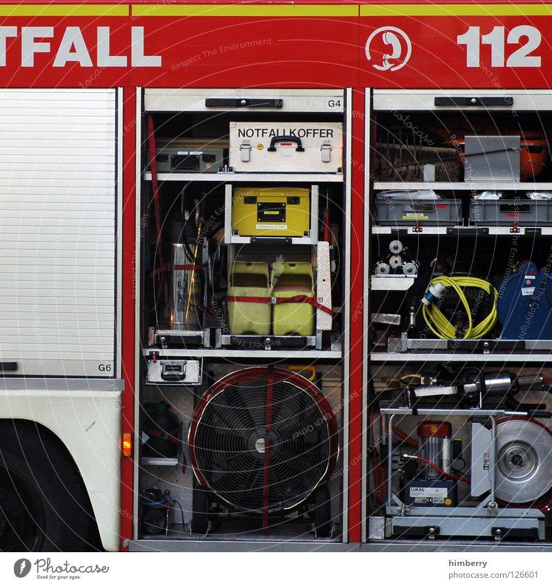 die 112 hat alles dabei Arbeit & Erwerbstätigkeit Brandschutz gefährlich bedrohlich Dienstleistungsgewerbe Respekt Unfall Feuerwehr Notfall löschen