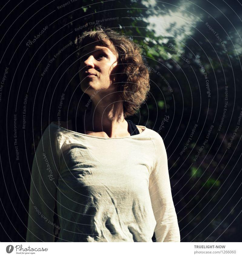 Wer macht da so'n Lärm!? Wellness Leben harmonisch Wohlgefühl ruhig Waldspaziergang Sommer Sonne Mensch feminin Frau Erwachsene Körper 1 30-45 Jahre Natur