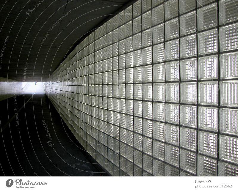 Licht am Ende des Tunnels hell Architektur Ausgang Glasbaustein