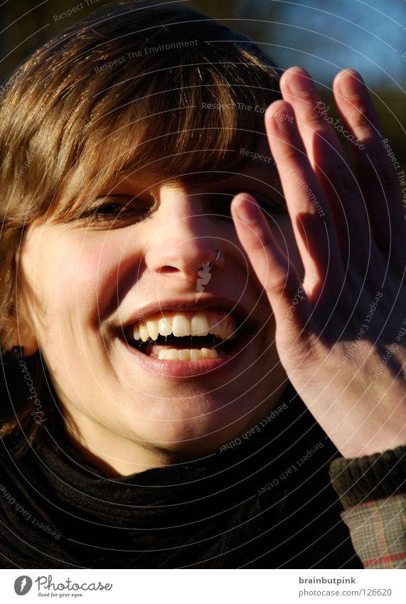 sonnenverliebt Frau Himmel Freude gelb Herbst lachen Stil Fröhlichkeit Zähne Vertrauen verstecken danke schön frontal