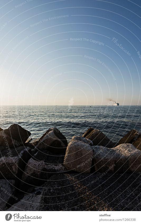 Fernweh Küste Meer Schifffahrt Kreuzfahrt Kreuzfahrtschiff Dampfschiff Ferien & Urlaub & Reisen Italien Mittelmeer Farbfoto Außenaufnahme Menschenleer