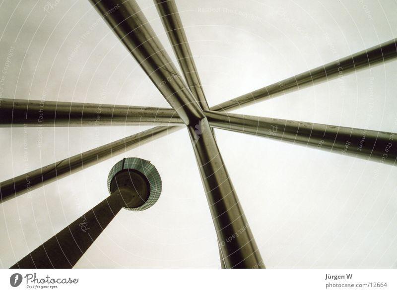 gen Himmel Wolken grau Architektur hoch Stahl Düsseldorf Rheinturm