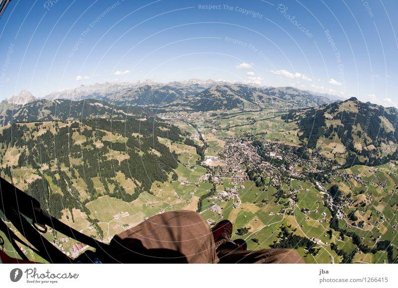Gstaad zu Füssen Himmel Sommer Erholung Landschaft ruhig Ferne Berge u. Gebirge Sport Freiheit fliegen Lifestyle Erde Zufriedenheit Luft Luftverkehr hoch