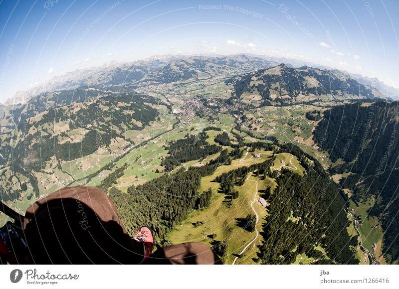 über der Wispile Lifestyle Leben Wohlgefühl Zufriedenheit Erholung ruhig Freizeit & Hobby Ausflug Freiheit Sommer Berge u. Gebirge Sport Gleitschirmfliegen