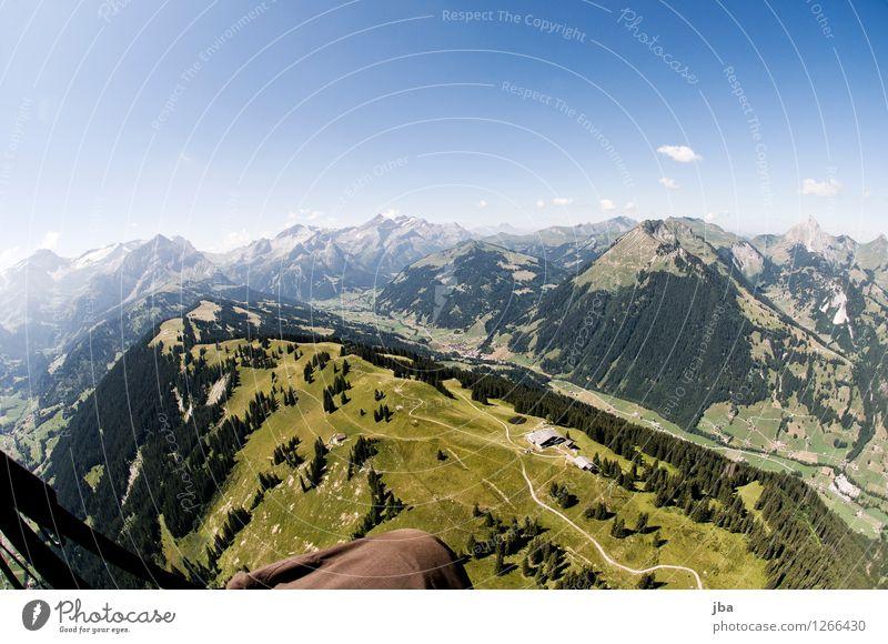 über der Wispile Lifestyle Wohlgefühl Zufriedenheit Erholung ruhig Freizeit & Hobby Ausflug Freiheit Sommer Berge u. Gebirge Sport Gleitschirmfliegen