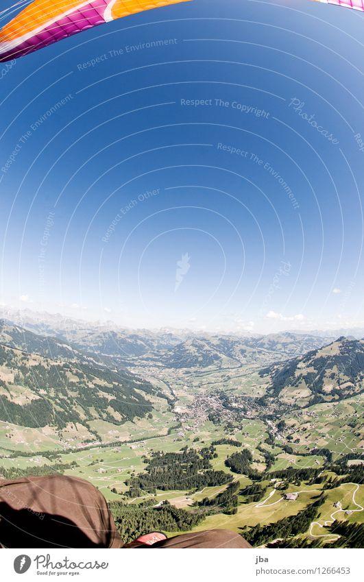 Fisheye über Gstaad Himmel Natur Sommer Erholung ruhig Ferne Berge u. Gebirge Sport Freiheit fliegen Lifestyle Horizont Zufriedenheit Freizeit & Hobby Luft Luftverkehr