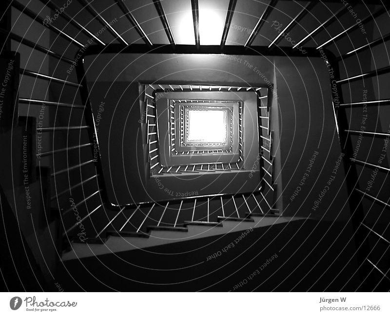 Lichtblick Treppenhaus Architektur Geländer hoch Schatten Schwarzweißfoto oben stairway stairs railing high light shadow above