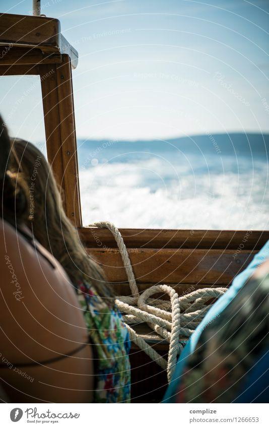 im Boot Mensch Frau Himmel Ferien & Urlaub & Reisen Jugendliche Sommer Wasser Junge Frau Sonne Junger Mann Ferne Erwachsene Freiheit Linie Horizont
