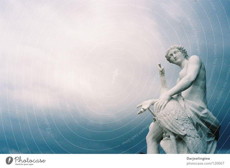 Ein Stück vom Himmel weiß blau Sommer Wolken Kunst Kultur Statue historisch Potsdam Schloss Sanssouci
