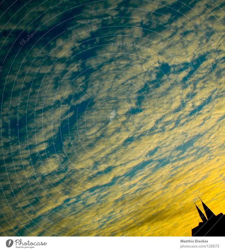 Downside up Sommer Gebäude Wolken schwarz Ferne Baum Schleier Luftverkehr Kollision Sonnenuntergang Physik Balkon Farbverlauf Kondensstreifen Arnsberg Sauerland