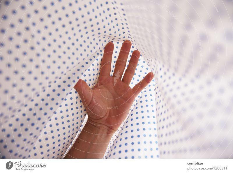 ausgeschlafen Gesundheit Krankenpflege Krankheit Mensch maskulin feminin Paar Körper Haut Hand Finger Stoff Erholung genießen Erotik frei blau träumen Idylle