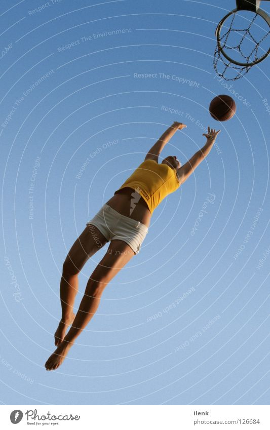Basketball I Frau Sport springen Luft fliegen Ball Verkehrswege sportlich Freiburg im Breisgau Ballsport