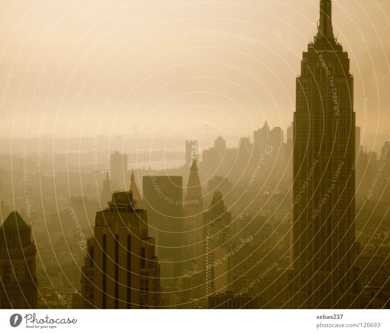 Smog of New York New York City Manhattan Empire State Building Nebel Stadt Beton Architektur Wahrzeichen Denkmal Big City Twilight Dunstglocke Betondschungel