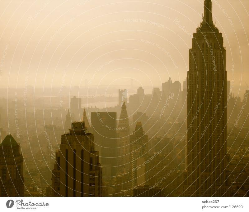 Smog of New York Stadt Architektur Nebel Beton Skyline Denkmal Wahrzeichen New York City Manhattan Smog Empire State Building