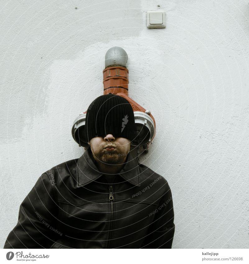 wasserhahn löschen Durstlöscher Mineralwasser Gluckern Feuerwehrmann Schalter Lichtschalter Mann Humor Löschwasser Springbrunnen Jacke Mütze Kopfhörer Lifestyle