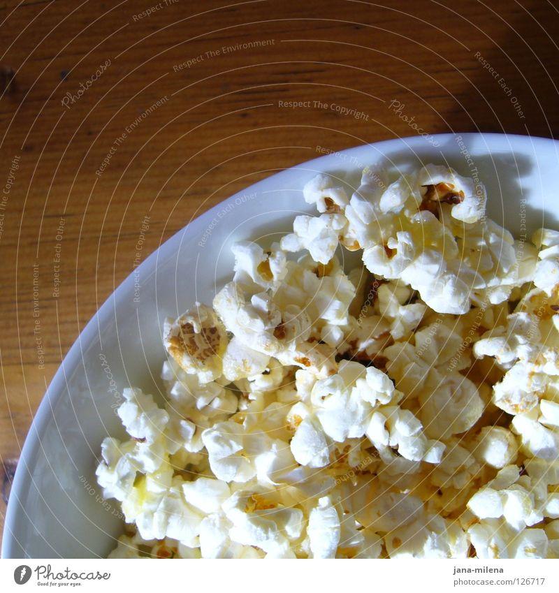 PopCoRn sAtT - bedient euch ;-) Popkorn Kino Video DVD-ROM Blick Sofa Holz Tisch Holztisch Fernsehen gemütlich Erholung Süßwaren süß Theater Küche knuspern