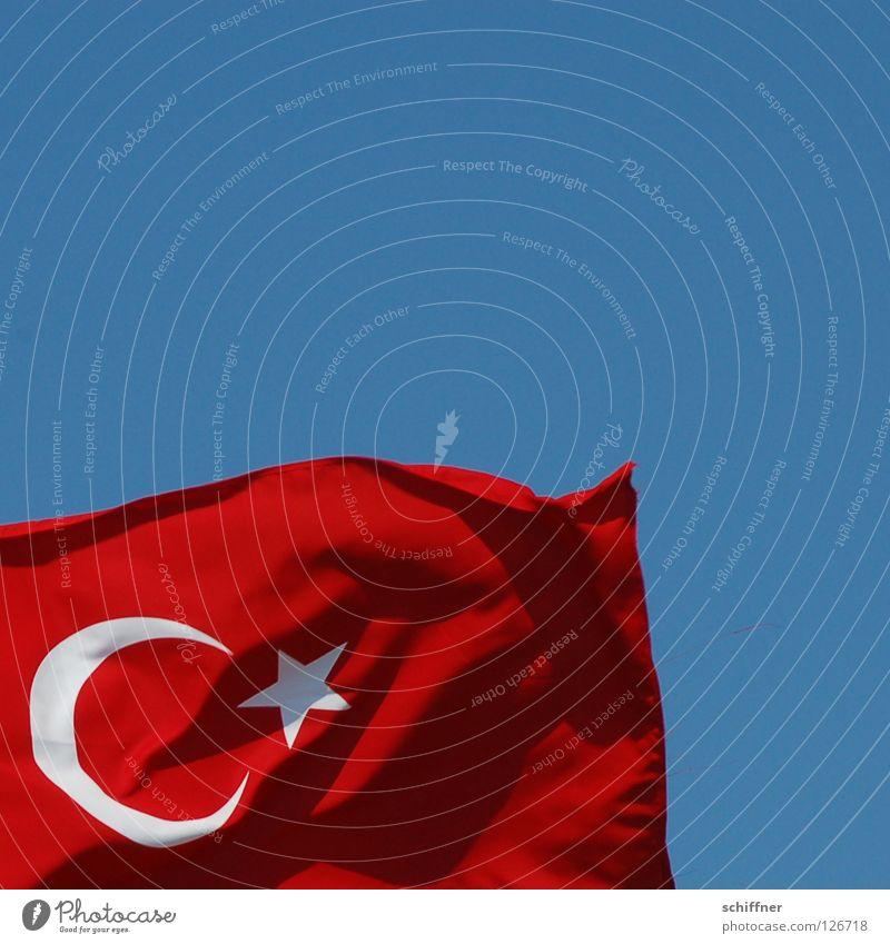 Hereingeflattert Türkei Fahne Republik Naher und Mittlerer Osten Atatürk Denkmal Europa Asien Ferien & Urlaub & Reisen Türkiye Cumhuriyeti Türkische Flagge