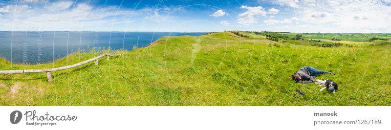 Relaxen auf der Insel Mensch Hund Natur Ferien & Urlaub & Reisen Jugendliche Sommer Junge Frau Erholung Landschaft ruhig Umwelt Wiese feminin Küste Freiheit