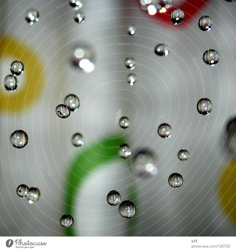 Shower grün Wasser rot kalt gelb frisch genießen Wassertropfen Kreis nass rund Wellness Bad fallen viele heiß