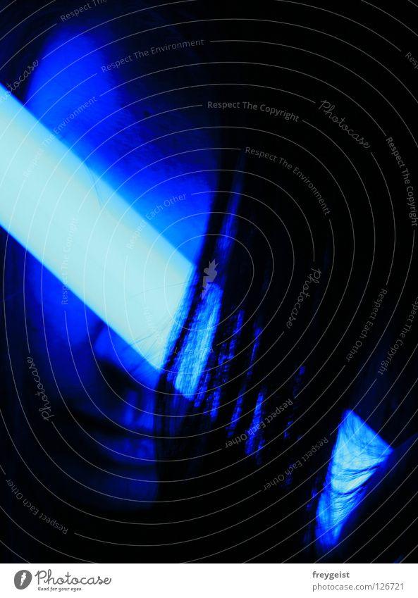 Blue II Frau blau Gesicht schwarz dunkel Haare & Frisuren Lampe Neonlicht Warnleuchte
