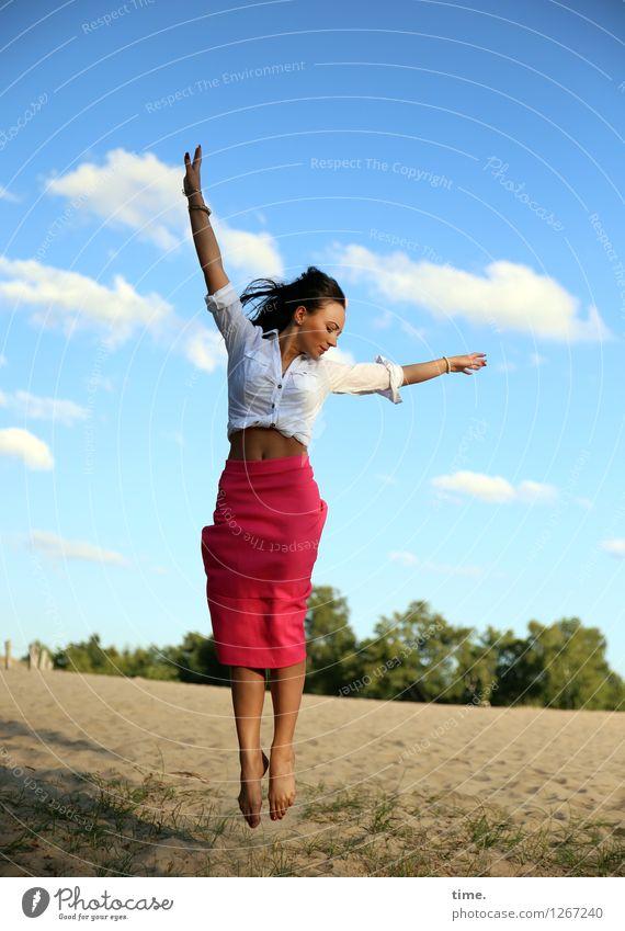 Nastya feminin Frau Erwachsene 1 Mensch Umwelt Natur Landschaft Sand Schönes Wetter Hemd Rock schwarzhaarig langhaarig drehen fliegen springen schön wild Freude