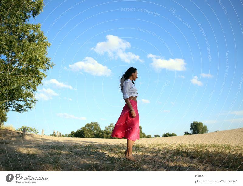 Nastya feminin Frau Erwachsene 1 Mensch Umwelt Natur Landschaft Sand Himmel Wolken Schönes Wetter Baum Hemd Rock schwarzhaarig langhaarig beobachten genießen
