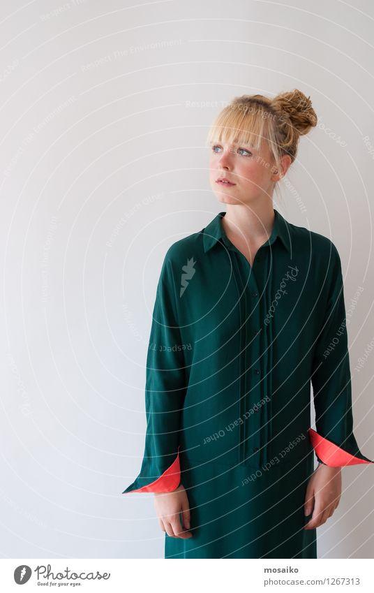 Portrait Lifestyle elegant Stil Design Mensch feminin Junge Frau Jugendliche Erwachsene 1 18-30 Jahre Mode Bekleidung Kleid blond Zopf Denken Blick stehen