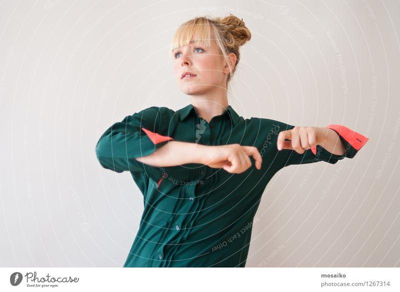 Portrait Mensch Frau Jugendliche grün schön Junge Frau ruhig 18-30 Jahre Erwachsene Bewegung feminin Stil Sport Gesundheit Lifestyle träumen