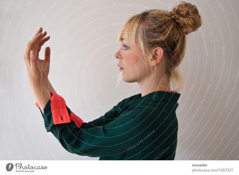 Reflektion 2 Lifestyle Stil Design Beschluss u. Urteil Mensch Junge Frau Jugendliche Erwachsene Leben 1 18-30 Jahre Tanzen Tänzer alt festhalten träumen