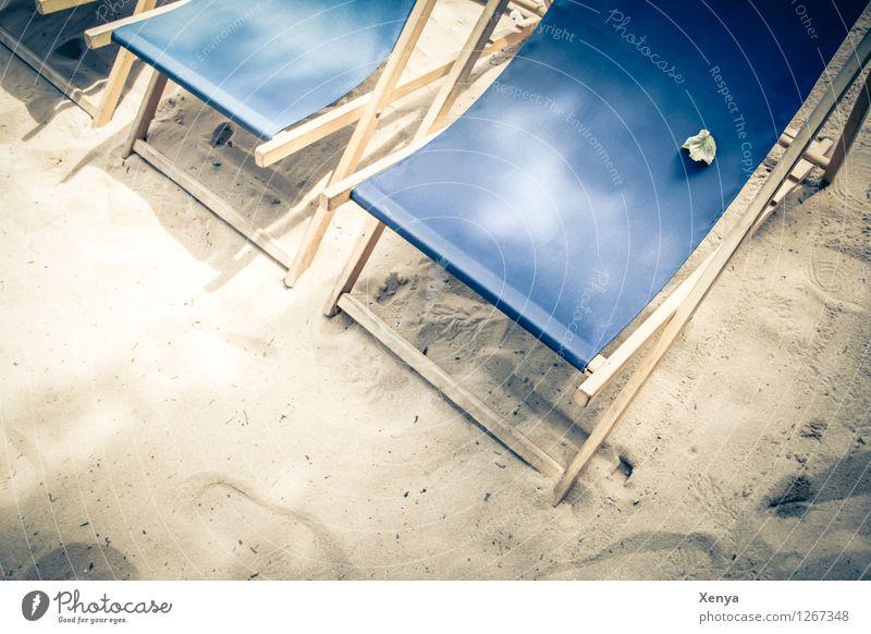 Letzter Blick auf den Sommer Ferien & Urlaub & Reisen blau Strand Sand Freizeit & Hobby Sonnenbad Sommerurlaub Sitzgelegenheit Sandstrand Liegestuhl