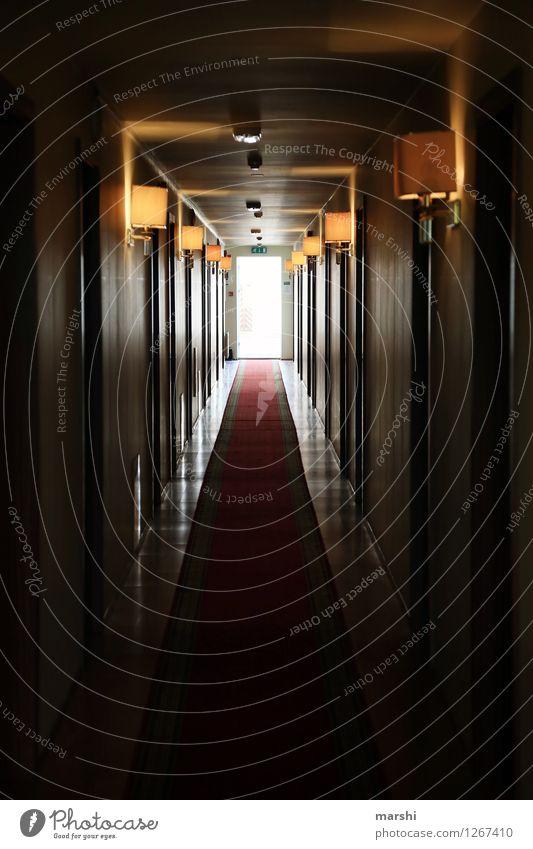 Hotelgang Ferien & Urlaub & Reisen Wohnung Innenarchitektur Lampe Stimmung dunkel Gang Fluchtpunkt Teppich Häusliches Leben Urlaubsort Innenaufnahme