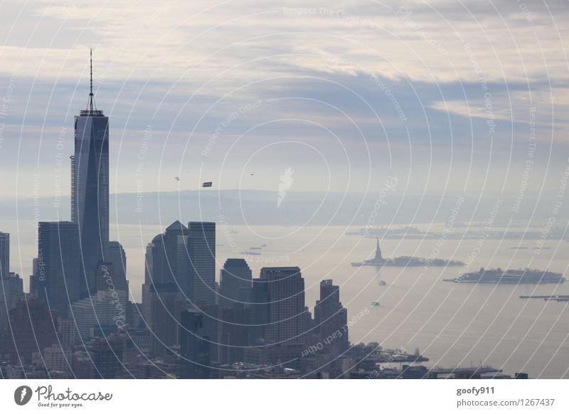 NEW YORK 2 Stadt Stadtzentrum Hochhaus Gebäude One World Trade Center kalt grau Farbfoto Außenaufnahme Tag