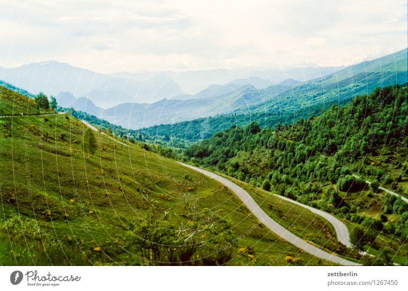 Frankreich (8) Himmel Ferien & Urlaub & Reisen Sommer Landschaft Ferne Wald Reisefotografie Berge u. Gebirge Straße Wiese Wege & Pfade Felsen Horizont Tourismus