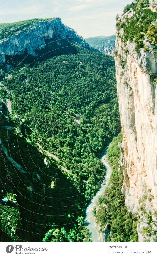 Frankreich (7) Europa Ferien & Urlaub & Reisen Reisefotografie Tourismus Landschaft Berge u. Gebirge Tal Serpentinen Wege & Pfade Fußweg Straße Pass Felsen