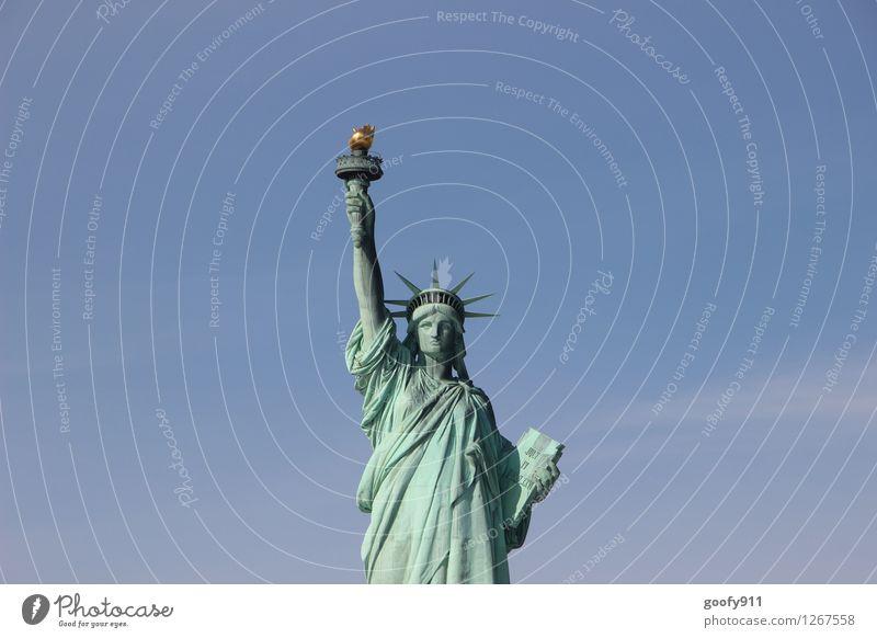 NEW YORK 10 Kunst Kunstwerk Skulptur Kultur New York City Statue Freiheitsstatue Stein blau Fernweh Farbfoto Außenaufnahme Tag Totale